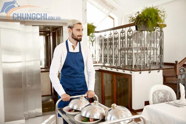 Cuối cùng, kiến thức vệ sinh an toàn thực phẩm, kỹ năng giao tiếp khách hàng: