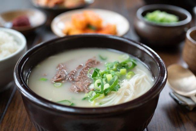 Seolleongtang (Canh xương bò)
