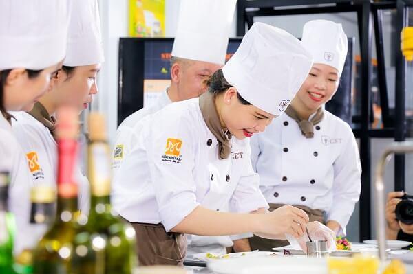 Nghiệp vụ bếp Á năm 2020